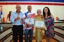 "Entrega do certificado de Congratulações a Professora ""MARIA BARROSO DE GODOI"" e certificado de Aplausos ao atleta de motocros ""ALBERTO LAZARETTI""."